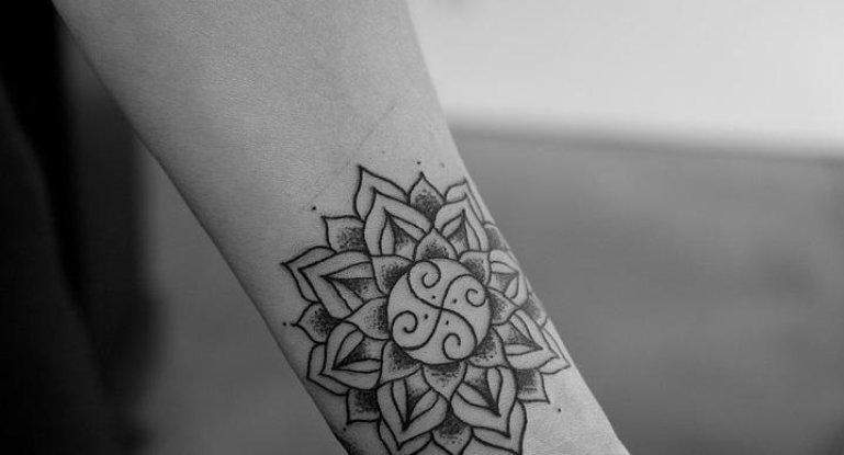 Женские татуировки амулеты амулет смотреть на бигсинема